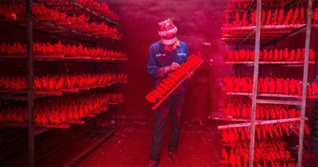 Making/Selling Christmas: Where Your Baubles, Tinsel, Santa Hats and LED Reindeer Come From