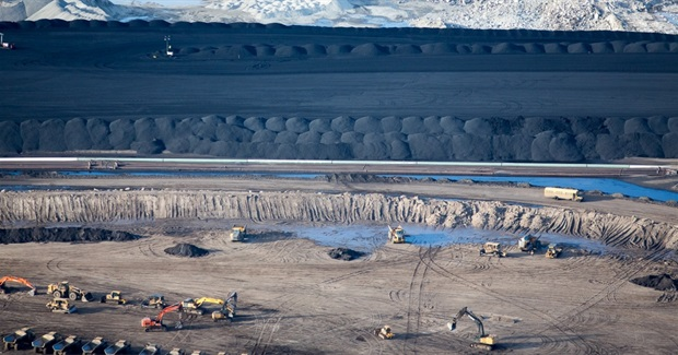 Shocking Aerial Images Show Extent of Canada's Oilsands Operation